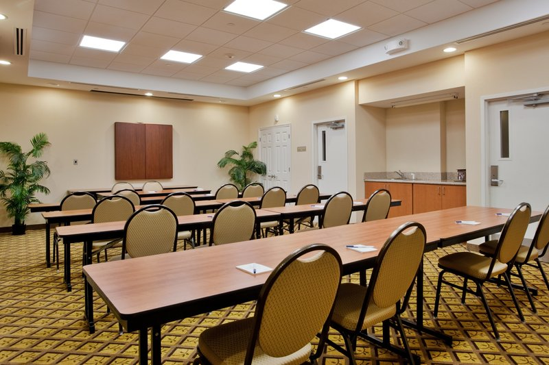 Candlewood Suites Norfolk Airport-Meeting Room<br/>Image from Leonardo