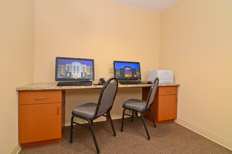 Candlewood Suites Chambersburg-Guest computer station with printer<br/>Image from Leonardo