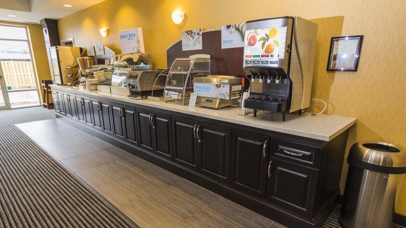 Holiday Inn Express & Suites Thunder Bay-Breakfast Bar<br/>Image from Leonardo