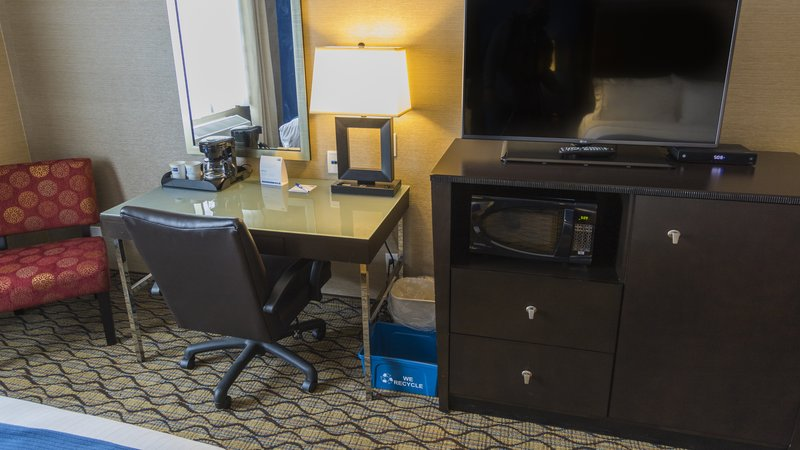 Holiday Inn Express & Suites Thunder Bay-Plenty of space to get a bit of work done<br/>Image from Leonardo