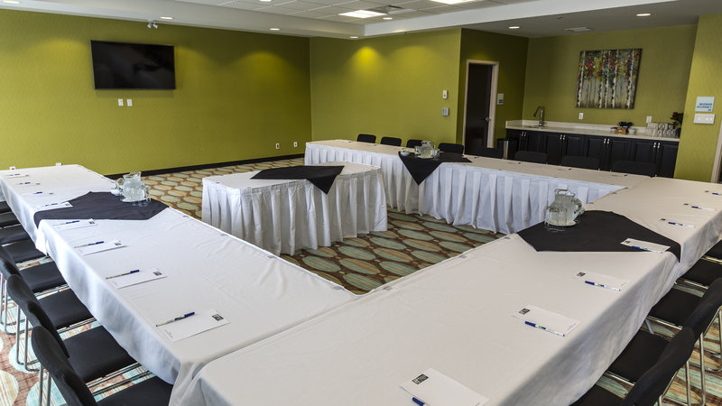 Holiday Inn Express & Suites Thunder Bay-Meeting Room<br/>Image from Leonardo