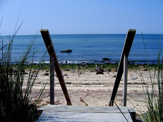 Holiday Inn Express & Suites Long Island-East End-Local Beaches<br/>Image from Leonardo