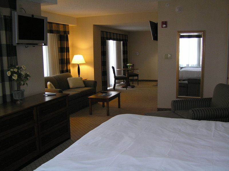 Holiday Inn Express & Suites Long Island-East End-Deluxe Room<br/>Image from Leonardo