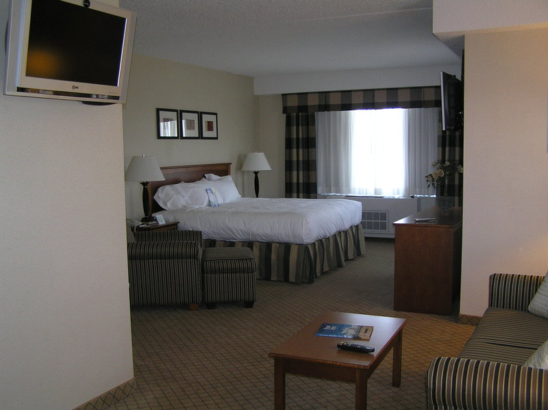 Holiday Inn Express & Suites Long Island-East End-Superior Room<br/>Image from Leonardo