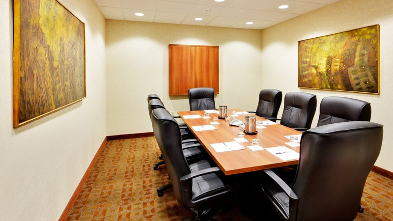 Holiday Inn Express & Suites Long Island-East End-Boardroom<br/>Image from Leonardo