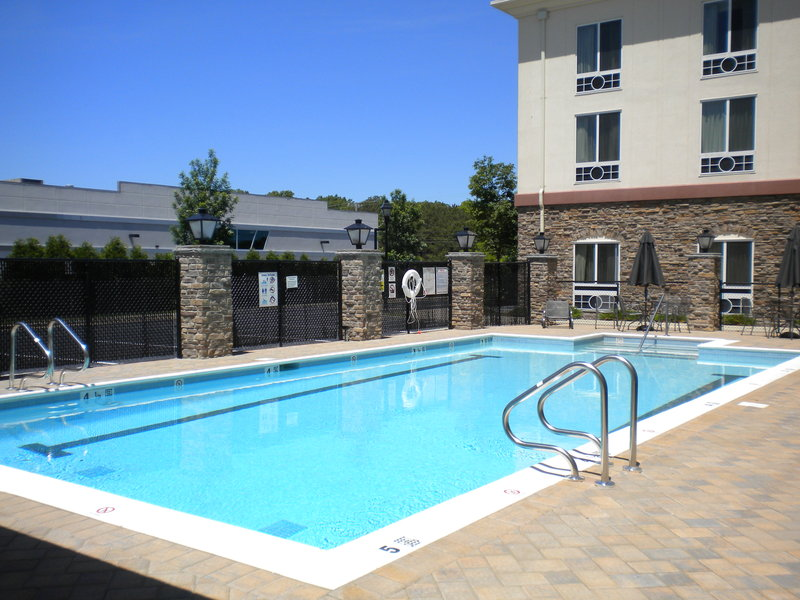 Holiday Inn Express & Suites Long Island-East End-Outdoor Heated Swimming Pool<br/>Image from Leonardo