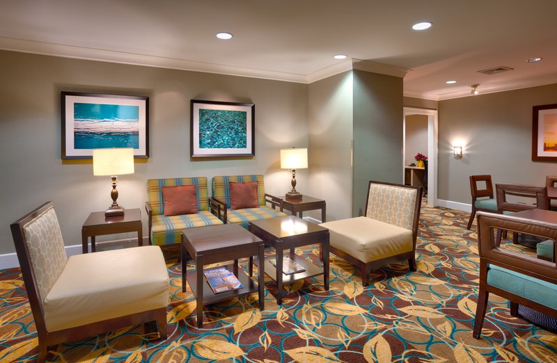 Staybridge Suites Peoria-Downtown-Find more space in our lobby to sit, visit, or get things done<br/>Image from Leonardo