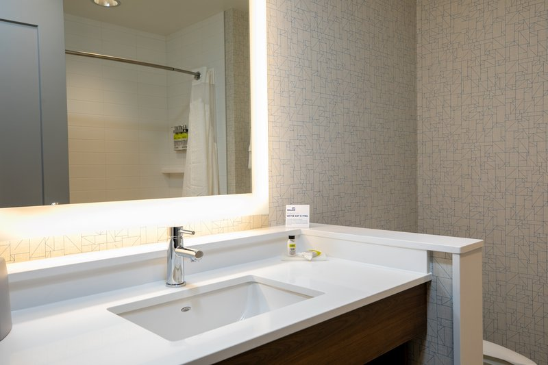 Holiday Inn Express Lethbridge Southeast-Guest Room<br/>Image from Leonardo