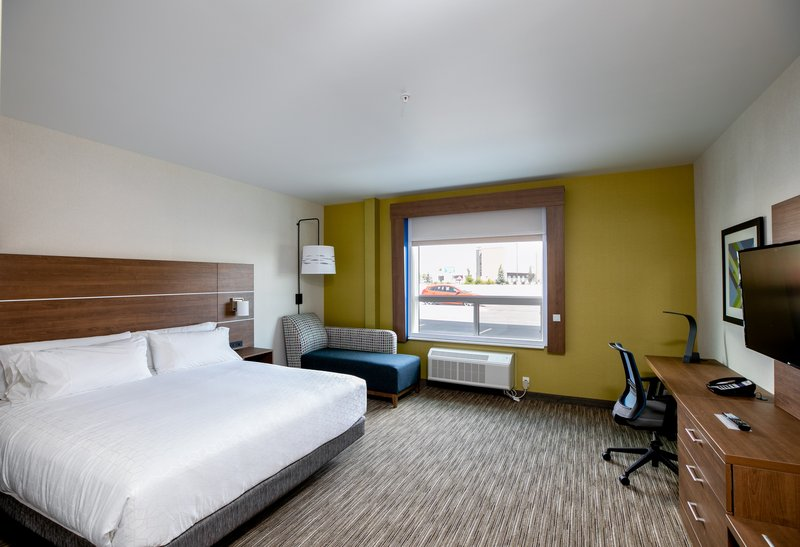 Holiday Inn Express Lethbridge Southeast-Wheelchair accessible room<br/>Image from Leonardo