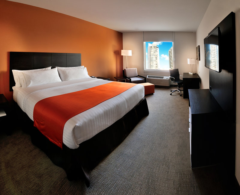 Holiday Inn Express Tegucigalpa-King Bed Guest Room<br/>Image from Leonardo