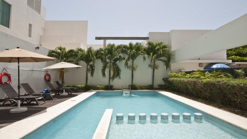 Holiday Inn Express Ciudad Del Carmen-Swimming Pool<br/>Image from Leonardo