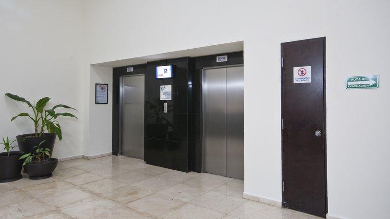 Holiday Inn Express Ciudad Del Carmen-Elevator Lobby<br/>Image from Leonardo