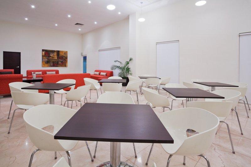 Holiday Inn Express Ciudad Del Carmen-Guest Dining Lounge<br/>Image from Leonardo