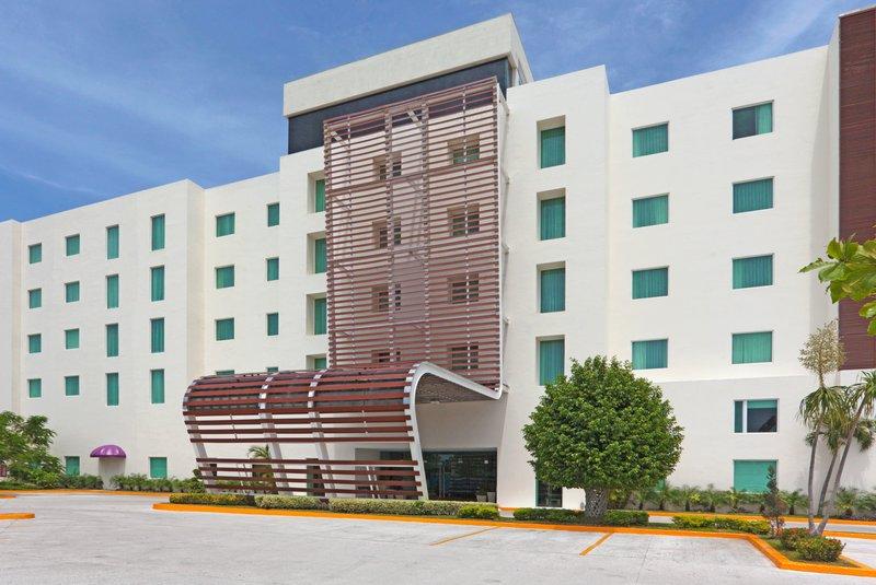Holiday Inn Express Ciudad Del Carmen-Hotel Exterior<br/>Image from Leonardo