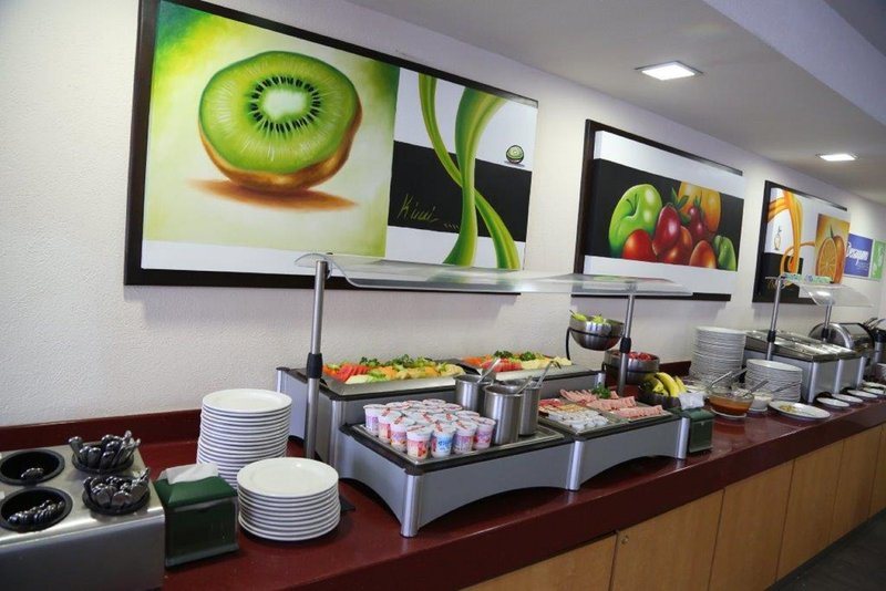 Holiday Inn Express Guadalajara Expo-Desayuno Gratis, todos los dias<br/>Image from Leonardo