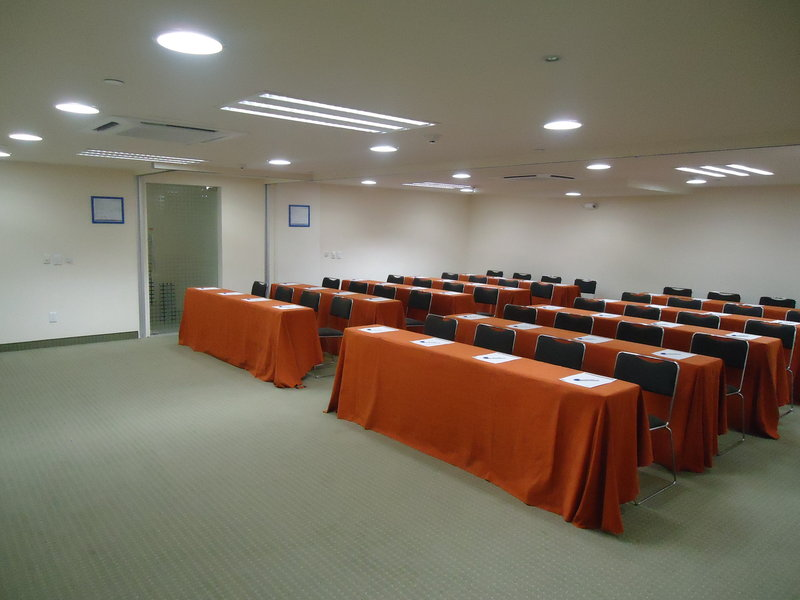 Holiday Inn Express Guadalajara Expo-Meeting Room<br/>Image from Leonardo