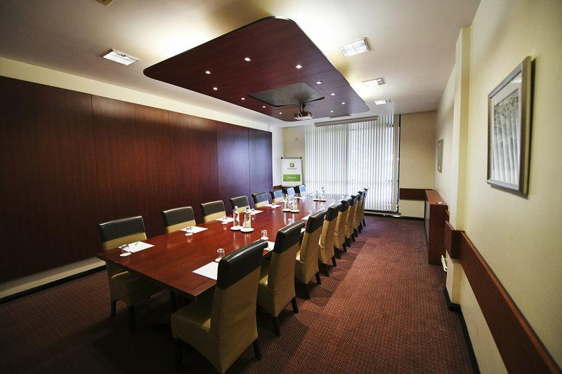 Holiday Inn Telford - Ironbridge-Rathbone Room is perfect for board meetings<br/>Image from Leonardo