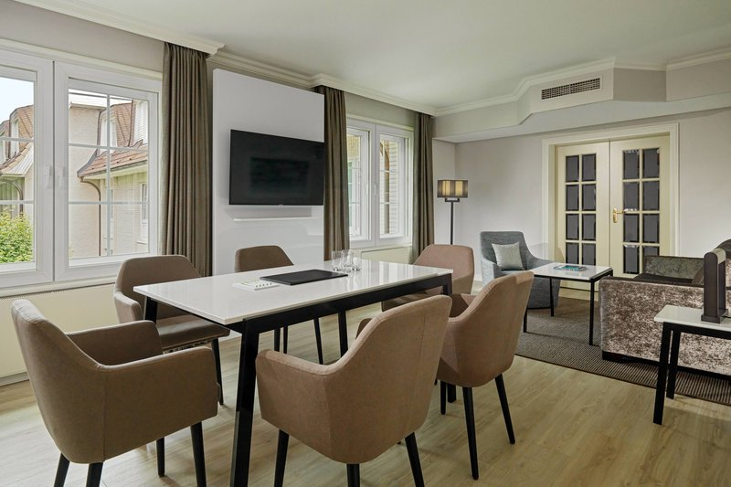 Courtyard Hamburg Airport-Conference Room - Business Suite<br/>Image from Leonardo
