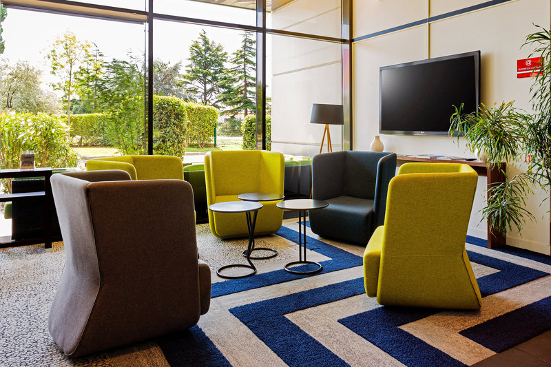 Courtyard Toulouse Airport-Lobby Seating Area<br/>Image from Leonardo