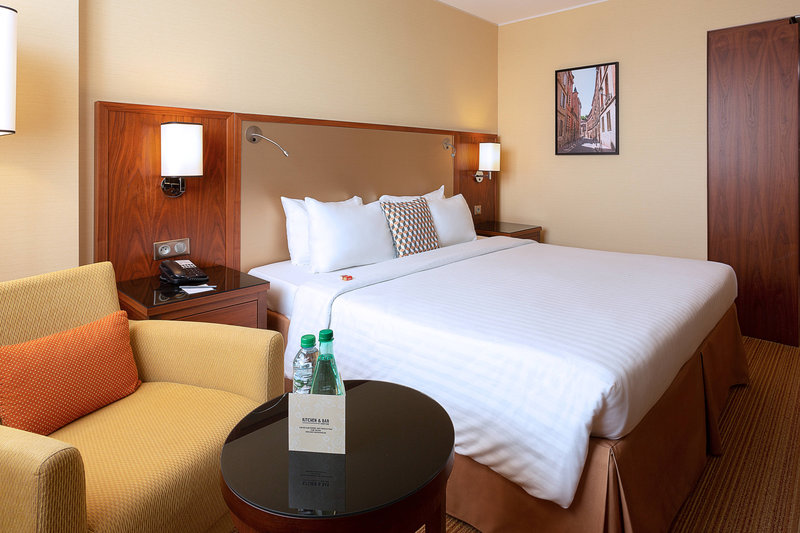 Courtyard Toulouse Airport-King Business Guest Room<br/>Image from Leonardo