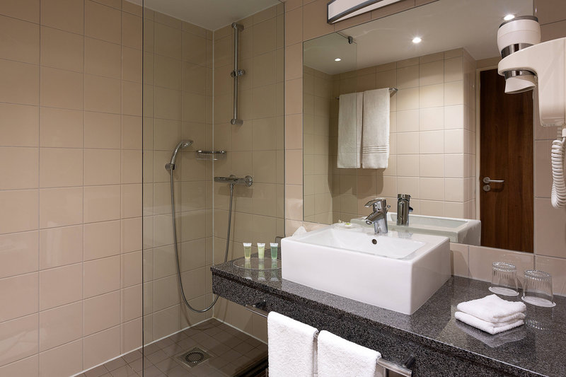Courtyard Toulouse Airport-Guest Bathroom - Shower<br/>Image from Leonardo