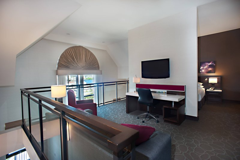 Delta Hotels by Marriott Victoria Ocean Point Resort-Loft Suite - Bedroom - No View<br/>Image from Leonardo