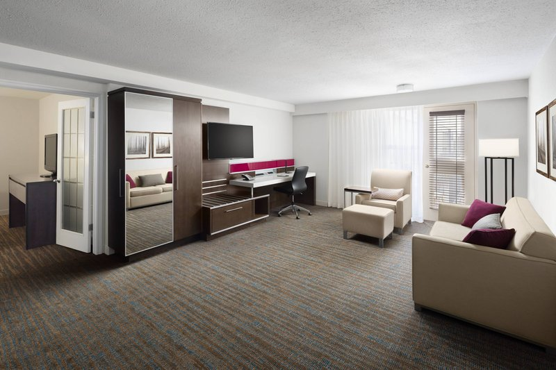 Delta Hotel Calgary South-King Executive Suite - Living Room<br/>Image from Leonardo