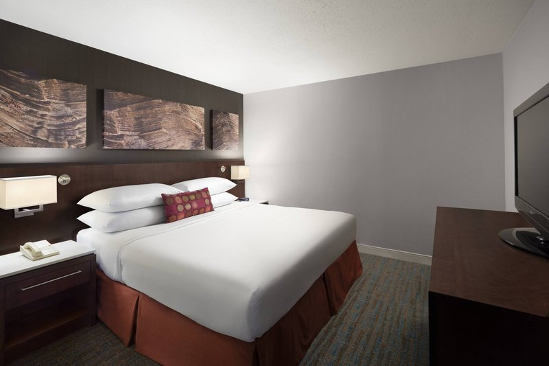 Delta Hotel Calgary South-King Executive Suite - Bedroom<br/>Image from Leonardo