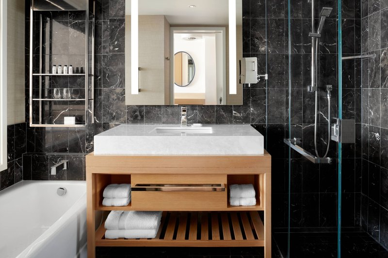 Delta Hotels by Marriott Toronto-Club Level Guest Room - Guest Bathroom<br/>Image from Leonardo