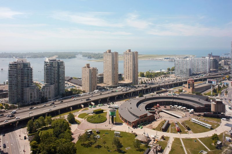 Delta Hotels by Marriott Toronto-Guest Room - Lake View<br/>Image from Leonardo