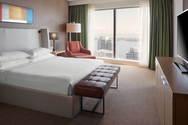 Delta Hotels by Marriott Toronto-Chairman Suite - Bedroom<br/>Image from Leonardo