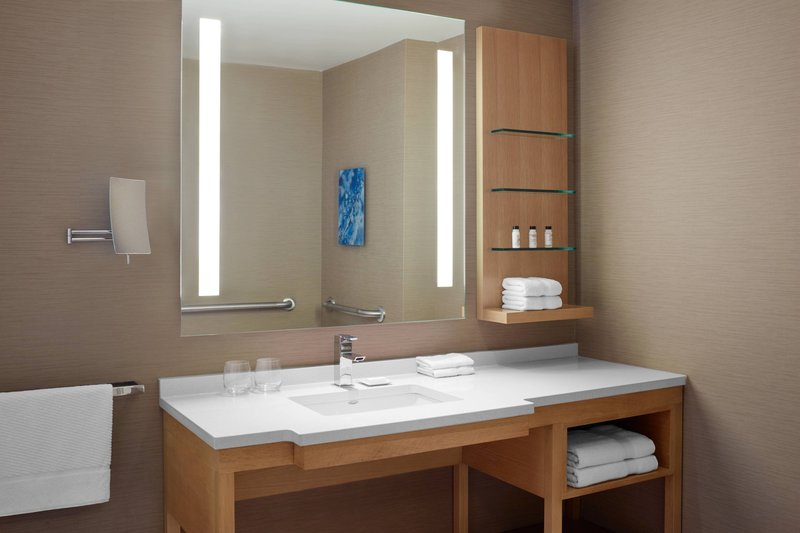Delta Hotels by Marriott Toronto-Accessible Guest Room - Guest Bathroom<br/>Image from Leonardo