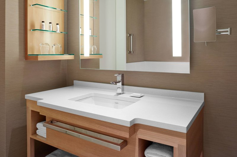 Delta Hotels by Marriott Toronto-Guest Room Bathroom<br/>Image from Leonardo