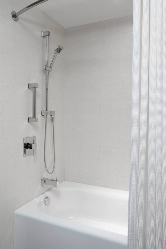 Delta Hotels by Marriott Toronto-Guest Room Bathroom - Bathtub<br/>Image from Leonardo