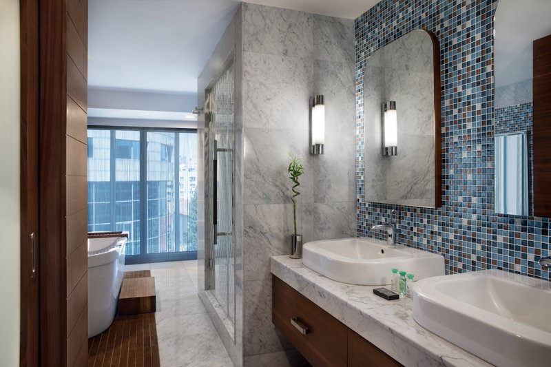 Renaissance Izmir Hotel-Executive Suite -Bathroom<br/>Image from Leonardo