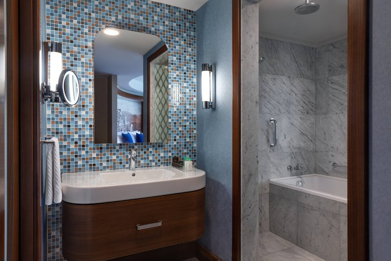 Renaissance Izmir Hotel-Junior Suite - Bathroom<br/>Image from Leonardo