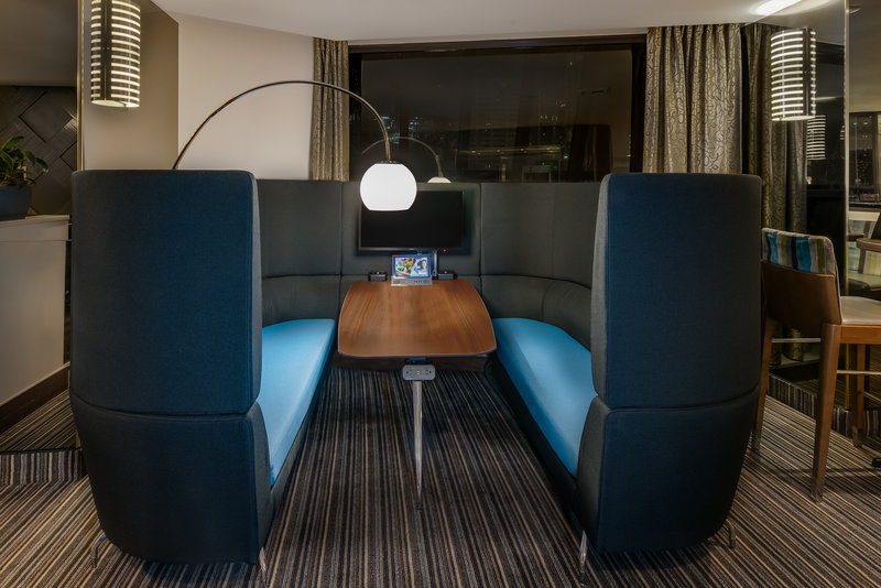 Crowne Plaza Seattle-Downtown-Comfortable work space for you to focus on business. <br/>Image from Leonardo