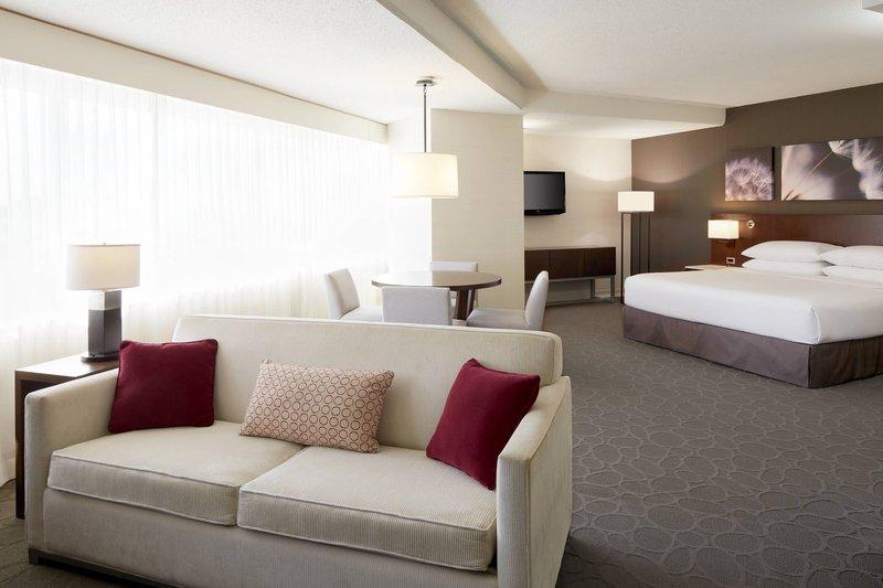 Delta Hotels by Marriott Quebec-Junior Suite<br/>Image from Leonardo