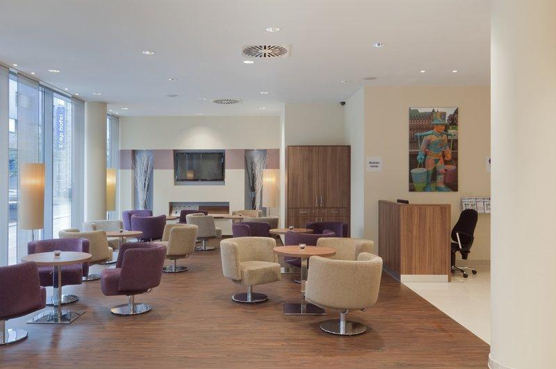 Holiday Inn Express Hamburg - St. Pauli Messe-Hotel Lobby<br/>Image from Leonardo