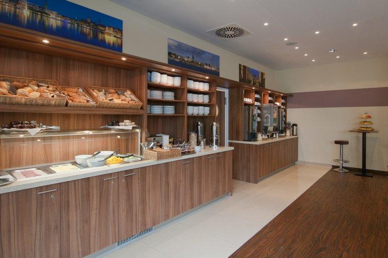 Holiday Inn Express Hamburg - St. Pauli Messe-Breakfast Bar<br/>Image from Leonardo