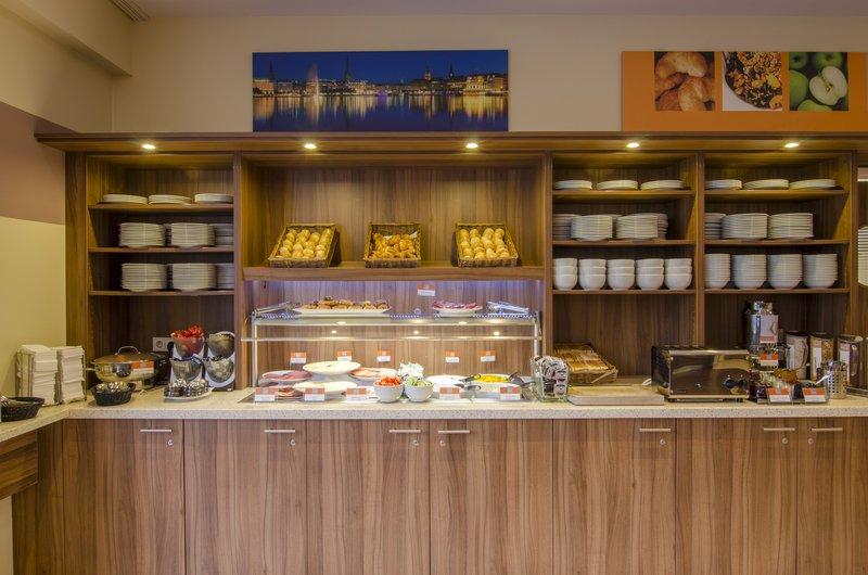 Holiday Inn Express Hamburg - St. Pauli Messe-Breakfast Area<br/>Image from Leonardo