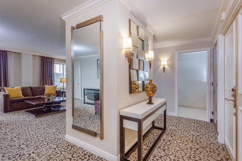 Crowne Plaza Danbury-Parlor Suite <br/>Image from Leonardo
