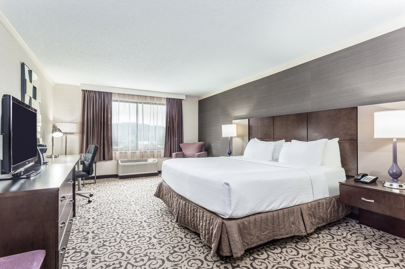 Crowne Plaza Danbury-Guest Room <br/>Image from Leonardo