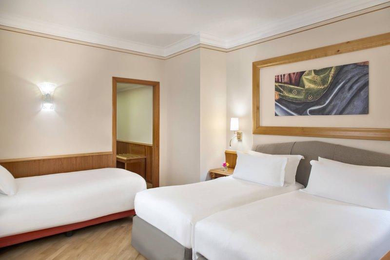 Renaissance Naples Hotel Mediterraneo-Family Deluxe Guest Room<br/>Image from Leonardo