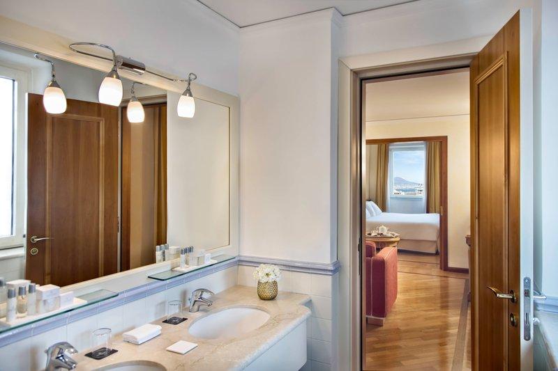 Renaissance Naples Hotel Mediterraneo-One-Bedroom High Floor Suite - Bathroom<br/>Image from Leonardo