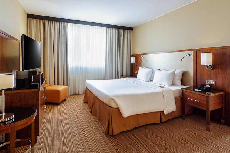 Courtyard Toulouse Airport-Suite - King Bedroom<br/>Image from Leonardo