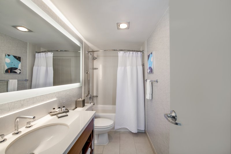 Crowne Plaza Seattle-Downtown-Queen Bed Guest Room<br/>Image from Leonardo