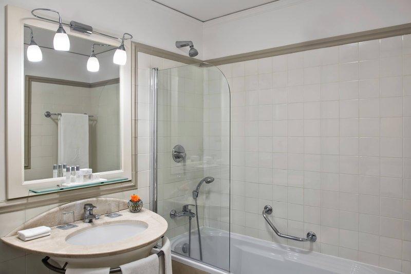Renaissance Naples Hotel Mediterraneo-High Floor Panoramic Guest Bathroom<br/>Image from Leonardo