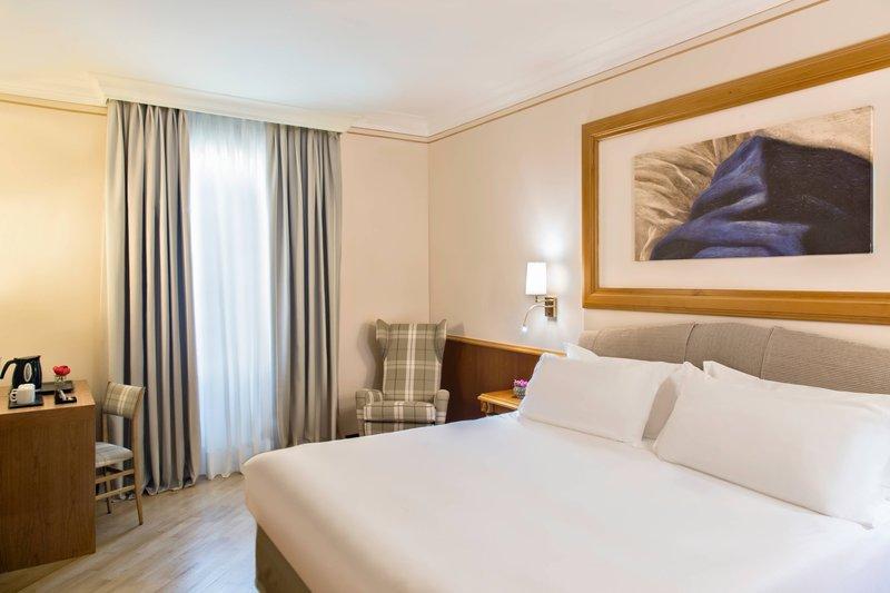 Renaissance Naples Hotel Mediterraneo-King Superior Guest Room<br/>Image from Leonardo