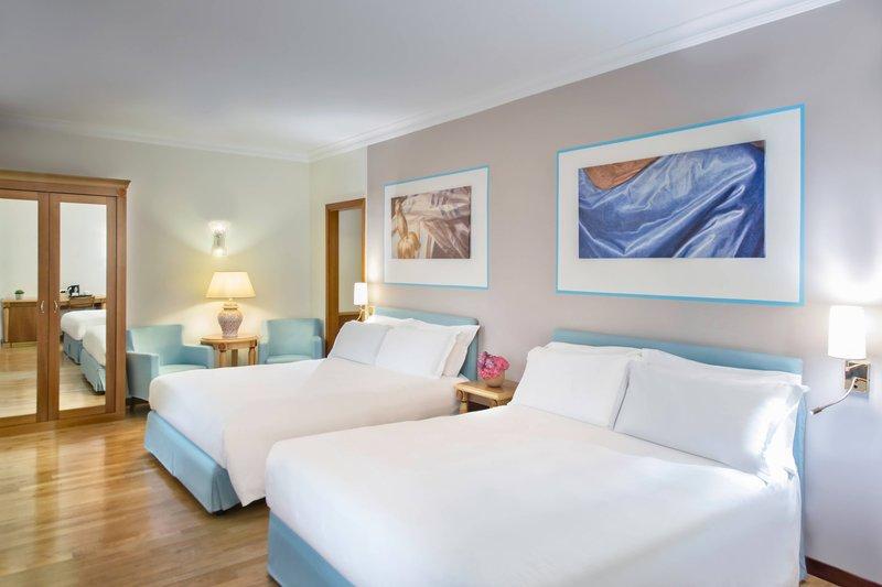 Renaissance Naples Hotel Mediterraneo-Family Superior Guest Room<br/>Image from Leonardo